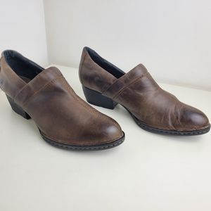 Born brown leather shoes size 9.5 leather